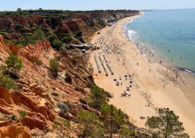 Das Highlight der Felsalgarve ist die grandiose Strandkulisse.