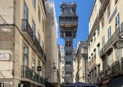 Der Aufzug Elevador de Santa Justa verbindet die Unterstadt Lissabons mit der Oberstadt.
