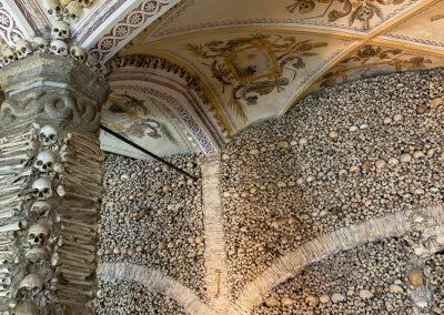Die Knochenkapelle in Èvora ist gruselig aber auch beeindruckend.