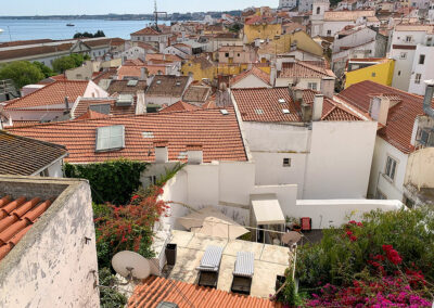 Im ältesten Stadtviertels Lissabon, der Alfama, verliert man sich schnell im engen Gassengewirr.