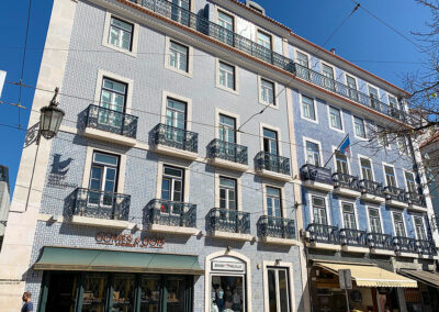 Kunstvolle Fliesen mit wunderschönen Motiven verzieren Hausfaden in vielen Orten Portugals.