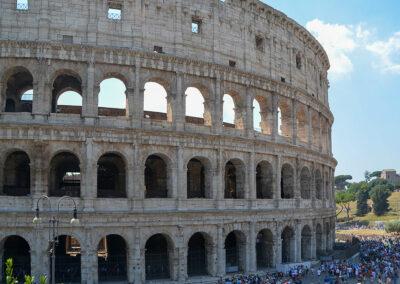 Das Kolosseum ist das größte je weltweit gebaute Amphitheater. Baubeginn war im Jahre 72 nach Christus.