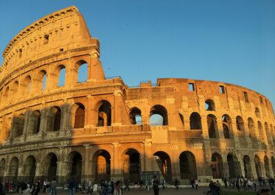 Wunderschön leuchtet das Kolosseum zum Sonnenuntergang