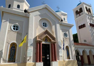 Kirche Agia Paraskevi. Wunderschöne Ikonen und Fresken erwarten Dich im Innenraum.