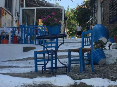 Viel griechischer Flair und gemütliche Restaurants in den kleinen Gassen in der Altstadt von Kos Stadt